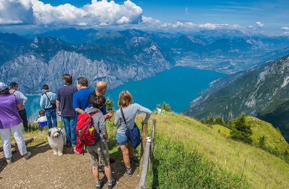 Bei Wanderungen kann man die Natur und mediterrane Vegetation rund um den Gardasee entdecken.