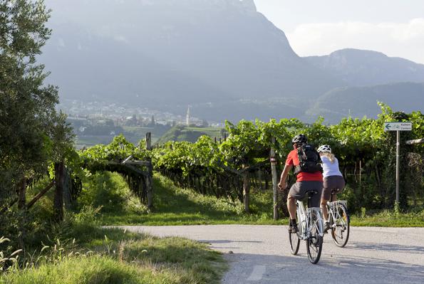 Autofrei lässt sich am Wine & Bike Day die landschaftliche Schönheit Südtirols mit dem Fahrrad genießen.