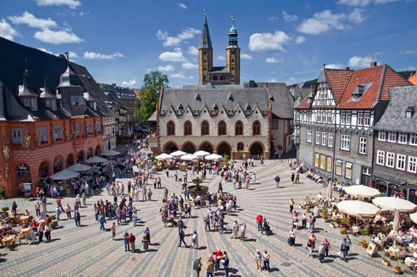 Das Herzstück im Herzen von Goslar: Der imposante Marktplatz. (Foto: Stefan Schiefer)