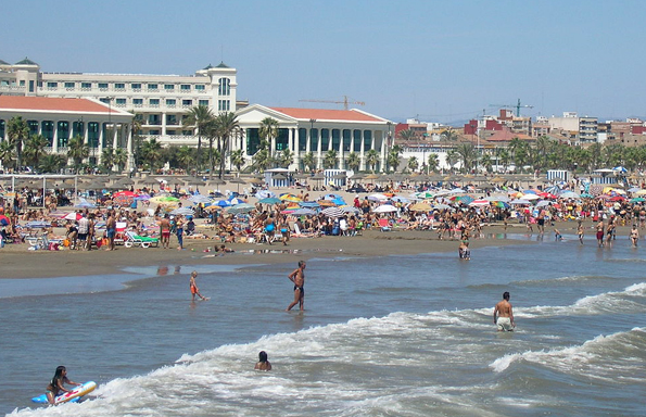 Ein der insgesamt 19 Kilometer langen Strandabschnitte von Valencia: Die Playa de  la  Sarenas.