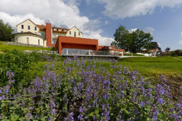 Idyllisch gelegen: Das Hotel Das Eisenberg. (Foto: Udo Haafke)