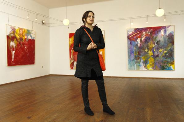 Petra Schmögler rückt die künstlerische Seite von Neumarkt an der Raab in den Blickpunkt. (Foto: Udo Haafke)