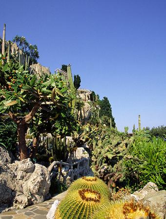 Zieht seit 1984 die Besucher in seinen Bann: Der Roseraie Princesse Grâce mit seinen verschiedenen Pflanzenzonen.