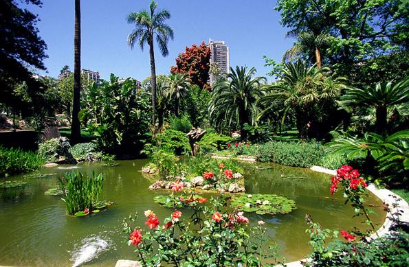 Eigens zum Jubiläum wurde die Zahl der Rosenbüsche im Roseraie Princesse Grâce von Monaco verdoppelt.