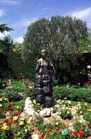 Die Liebe von Gracia Patricia zu Pflanzen wird auch durch die Staue im Roseraie Princesse Grâce dokumentiert.