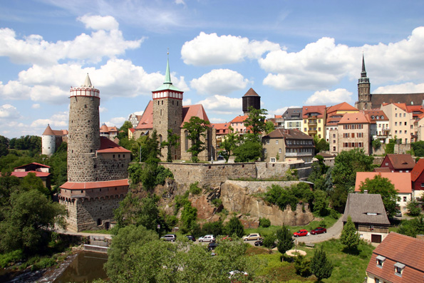 Wer sich Bautzen nähert, ist sofort beeindruckt von der spektakulären mittelalterlichen Stadtansicht. (Foto: djd)
