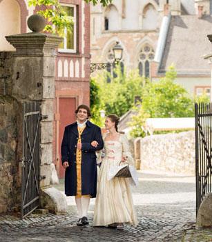Große Gefühle: 1772 lernten sich Goethe und Charlotte in Wetzlar kennen. In liebevoll arrangierten Kostümführungen wird die Liebesgeschichte heute wieder lebendig. (Foto: djd)