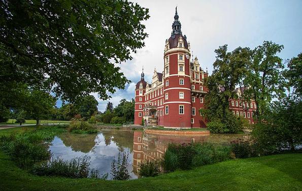Im schönen Muskauer Park gelegen: das Neue Schloss Bad Muskau.