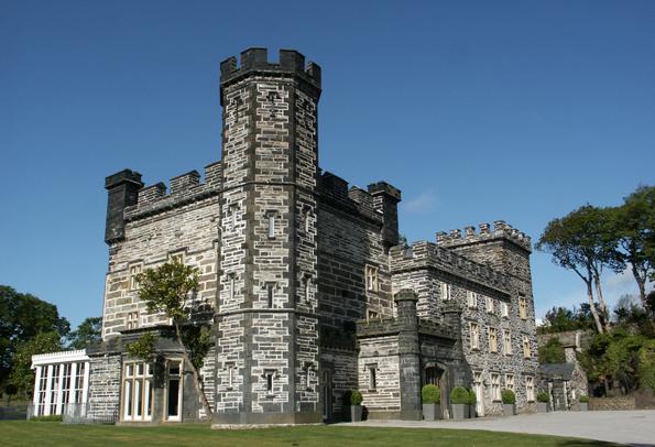 Modern und überaus luxuriuös eingerichtet: Castell Deudraeth in Portmeirion. (Foto: Karsten-Thilo Raab)
