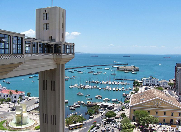 Hoch hinaus geht es in Salvador de Bahia mit dem Elevador Lacerda.