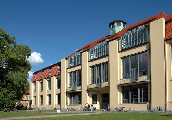 Teil des Weltkultuerbes der UNESCO: die berühmte Bauhaus-Universität in Weimar. (Foto: Nathalie Mohadjer)