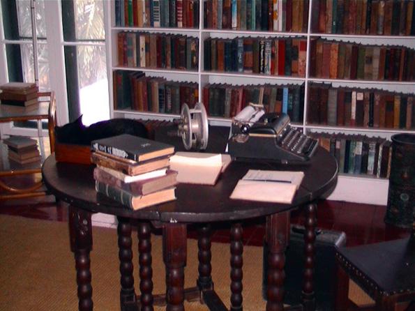 Museumsstück und Inspiration: Der Schreibtisch von Ernest Hemingway in seinem einstigen Wohnhaus in Key West.