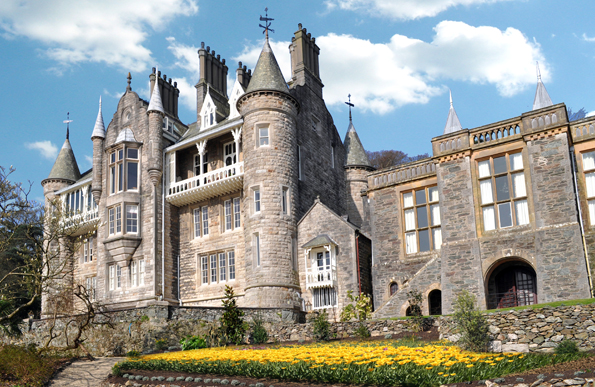 Ein Stück französische Schlosskultur mitten in Wales: Chateau Rhianfa.