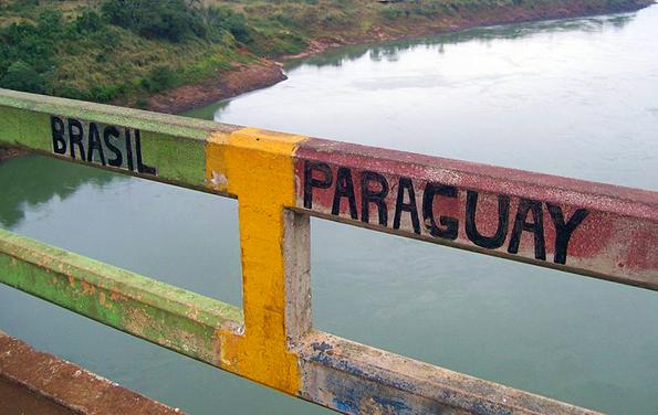 Die Ponte da Amizade verbindet Brasilien mit dem benachbarten Paraguay.