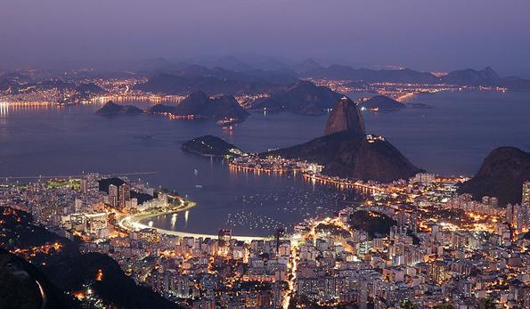 In der Dämmerung wirklt das illuminierte Rio noch prächtiger. (Foto Rosino)