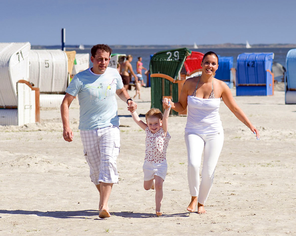 Urlaub für alle - Ostfrieslands Küste verspricht einen familientauglichen Ferienmix aus Spaß und Entspannung. Foto: djd