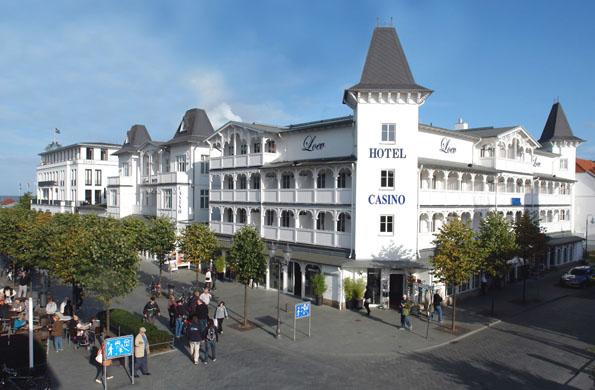 Seebädertradition ist - wie hier im Loev Hotel - bis heute in Binz lebendig. (Foto: djd)