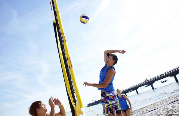 Jede Menge Action: Sportskanonen können sich an den Stränden der Lübecker Bucht austoben. (Foto: djd)