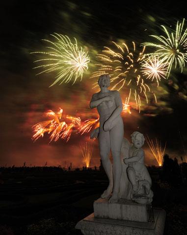 Der Internationale Feuerwerkswettbewerb in Hannover macht den Barockgarten in Herrenhausen zur Bühne. (Foto: Martin Kirchner)