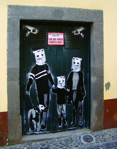 Künstlerische Blickfänge zieren in Funchal zahlreiche Türen und Tore. (Foto: Francisco Correia)
