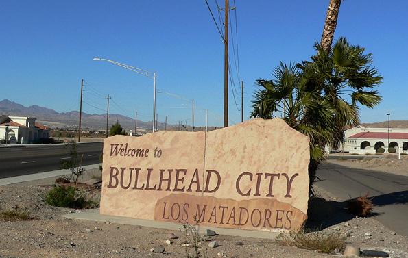 Bullhead City liegt an der östlichen Seite des Colorado River und am südlichen Ende des Lake Mohave