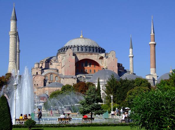 Eines der markantesten Wahrzeichen der türkischen Millionenmetropole Istanbul: Die Hagia Sophia.