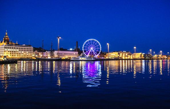 Helsinkis neueste Wahrzeichen: Das SkyWheel Riesenrad am Katajanokka Hafen. (Foto Finnair)