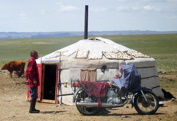 In der Mongolei leben noch heute Tausende als Nomaden in kreisrunden Jurten.