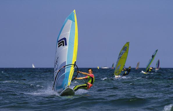 Windsurfer finden vor der Küste von Mauritius ideale Bedingungen.