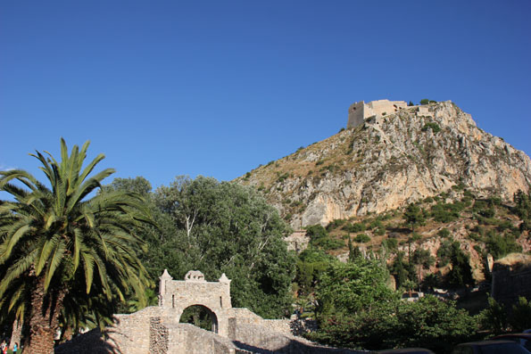 Griechenlands erste Haupstadt, Nauplia, wird von der mächtigen Palmidis-Burg überragt. (Foto: Karsten-Thilo Raab)