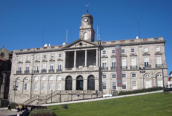 Eine der vielen Landmarken in Porto: Der Palacio da Bolsa.