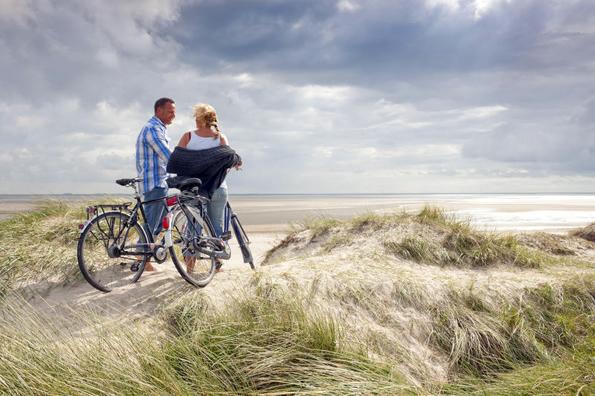 Bei einer Radtour über die Insel Föhr bieten sich in der sogenannten Friesischen Karibik traumhafte Aussichten. (Foto Föhr Tourismus)