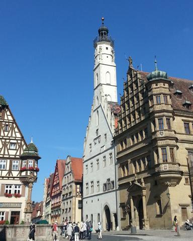 Teile des Rathauses zieren eine prächtige Renaissance-Fassade. (Foto: Karsten-Thilo Raab)