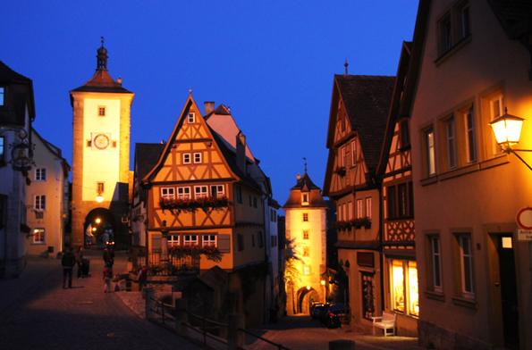In den Abendstunden sind weite Teile der historischen Altstadt stimmungsvoll illuminiert. (Foto: Karsten-Thilo Raab)