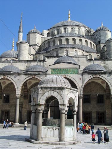 Lohnnenwertes Ziel für Einkaufsmüde: Die Sultan Ahmed Moschee.