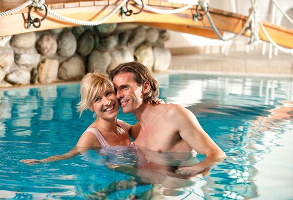 Im hoteleigenen Pool so wie bei den Wellnessangeboten lässt sich herrtich entspannen.
