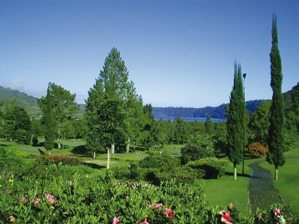Eine grüne Oase: Der Golfplatz des Bali Handara Golf and Country Cluby.