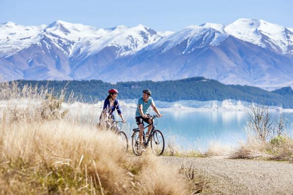 Atemberaubende Bergpanoramen finden Radfahrer in der Mount Cook Region in Neuseeland.