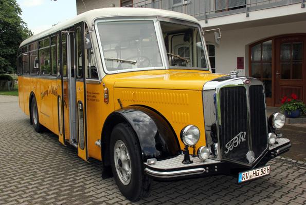 Der gelbe Oldie-Bus hat weit mehr als 750.000 Kilometer auf dem Buckel. (Foto: Karsten-Thilo RaaB9