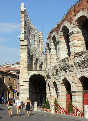Ein Jahrtausende alter Zeuge römischer Baukunst: Die Arena die Verona. (Foto: Ulrike Katrin Peters)
