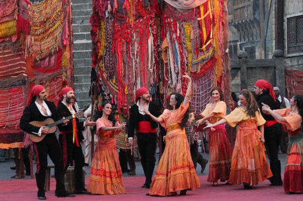 Aufwendige opern-Inszenierung sind das Markenzeichen der Arena die Verona. (Foto: Ulrike Katrin Peters)