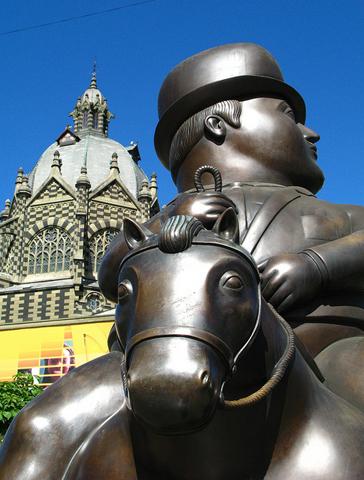 Einer der touristischen Hotspots in Medellín: Die Plaza Botero, Medellín. (Foto Travel Colombia)