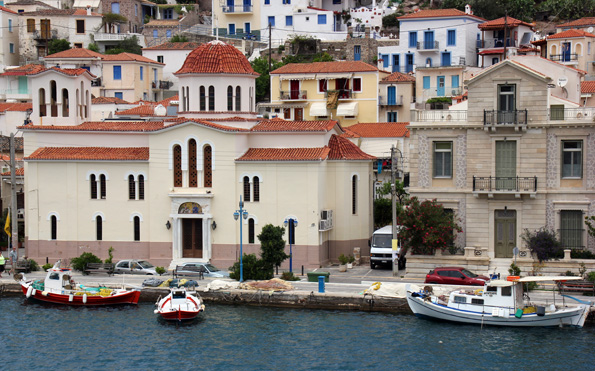Póros liegt an der engsten Stelle gerade einmal 250 Meter vom Festland des Peloponnes entfernt. (Foto: Karsten-Thilo Raab)