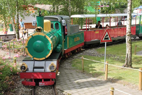 Die Schwäbische Eisenbahn zuckelt gemütlich auf einem Rundkurs durch das Spieleland. (Foto: Karsten-Thilo Raab)