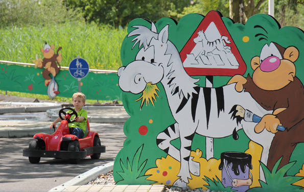 Eine Reihe von Fahrzeugen ermöglicht kleinen Besuchern, erste Erfahrungen hinterm Lenkrad zu sammeln. (Foto: Karsten-Thilo Raab)