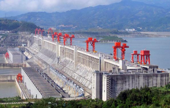 Gigantisch groß und nicht unumstritten: Der Drei-Schluchten-Staudamm in China.