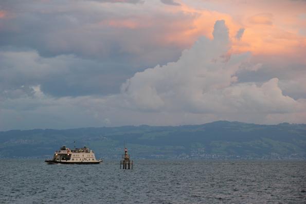 Abendstimmung über dem Bodensee bei Friedrichshafen. (Foto: Karsten-Thilo Raab)