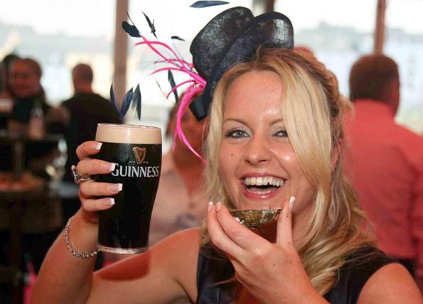 Perfekter Genuss: Ein frisch gezapftes Guinness zusammen mit einer fangfrischen Auster.