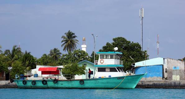 Fischerboot im Hafen von Hinnavaru. (Foto: Karsten-Thilo Raab)