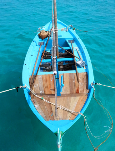 Im Hafen von Hinnavaru dümpeln kleine Fischerboote vor sich hin. (Foto: Karsten-Thilo Raab)